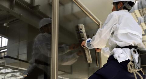 店舗・施設のガラス清掃