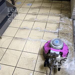 マンション共用階段の洗浄作業
