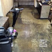 喫茶店の床面ワックス剥離