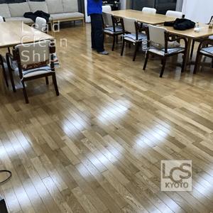 施設の床清掃後