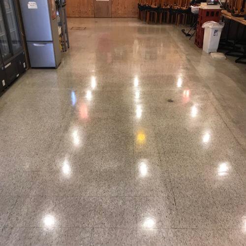 京都市南区の居酒屋さん床面洗浄ワックス塗布後の仕上がり