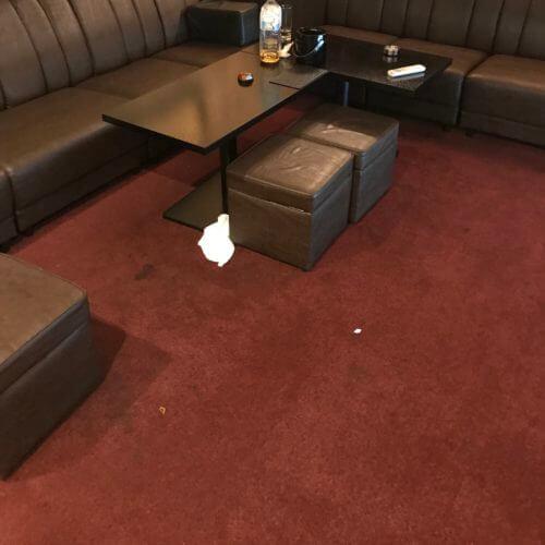 飲食店のカーペット洗浄前|汚れ有り