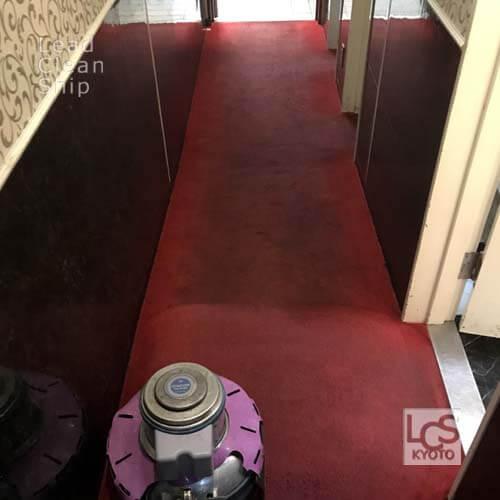 居抜き店舗のカーペット洗浄中