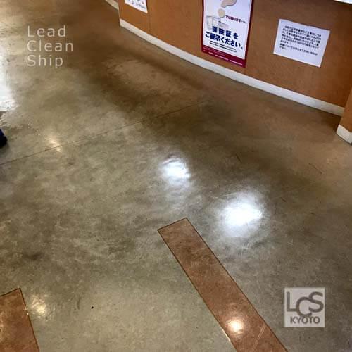 ワックス剥離前の床