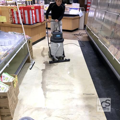 スーパーマーケットで汚水回収