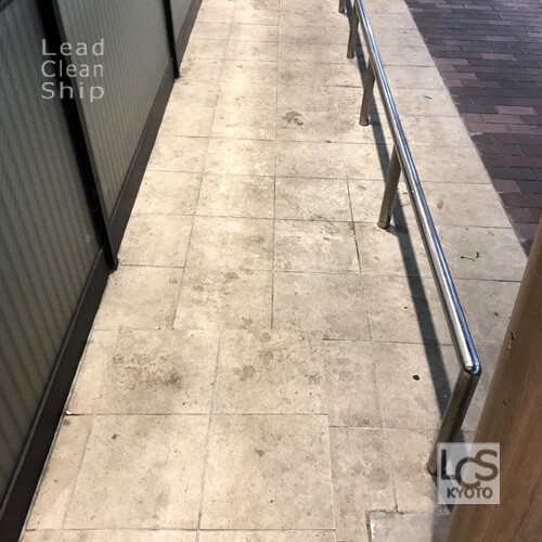 洗浄前の犬走り