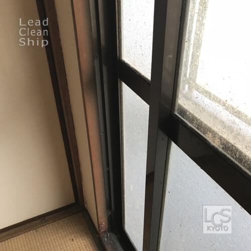 極度汚れ窓ガラス