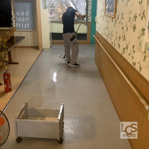 大阪府松原市の福祉施設のワックス塗布作業
