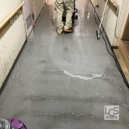 大阪府松原市の福祉施設の床面洗浄作業2