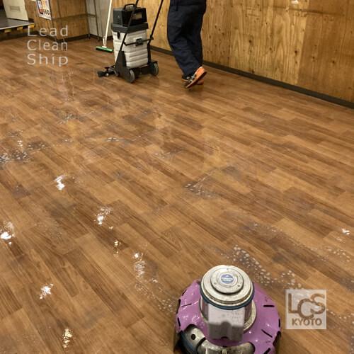 飲食店の床清掃