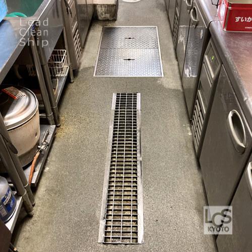 飲食店さま厨房床洗浄後