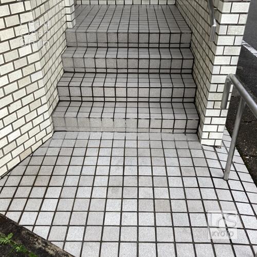 京都市北区の歯科クリニックさま外床タイル洗浄後