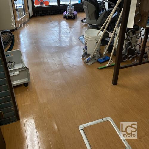 右京区の美容室さま床洗浄ワックス前
