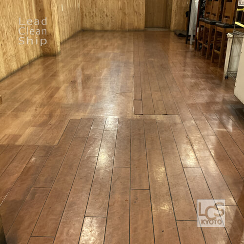 飲食店の床洗浄前