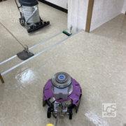 右京区の歯科医院さま床洗浄中