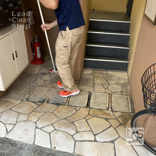 京都市マンション巡回清掃中2