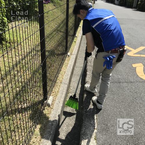 京都府大山崎町のマンション巡回清掃中